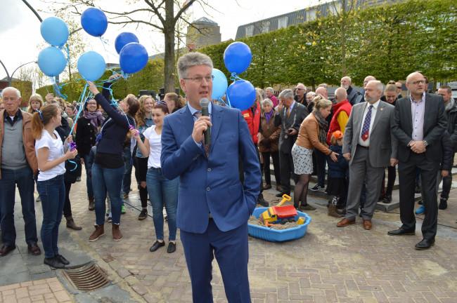 Dirk Minne Vis bij de opening van het Meerpaalplein.