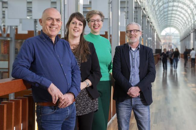 Leven Lang Ontwikkelen-adviseurs Aloys Vierstraete, Iris Jansen, Anita Haan en Wim Bakker staan klaar voor volwassenen die nooit zijn uitgeleerd.
