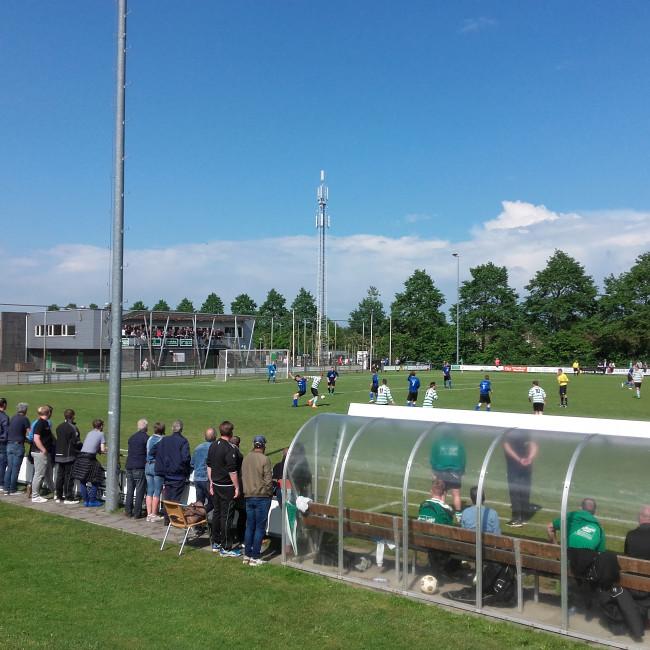 Het veld en op de achtergrond het clubhuis van Zwolsche Boys