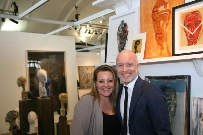 Petra Leene met Mart Visser, de schilder die door haar is ontdekt.