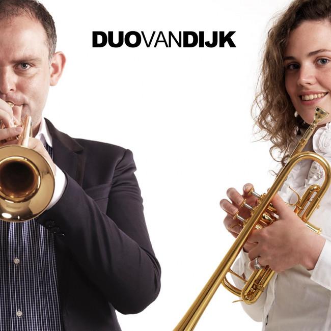 Kamper Trompettisten echtpaar Van Dijk met kerst in Parijs.
