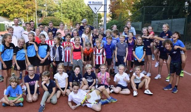 Een aantal deelnemers aan de jeugdkampioenschappen tennis Foto: Wil Feijen © DeMooiSonenBreugelKrant