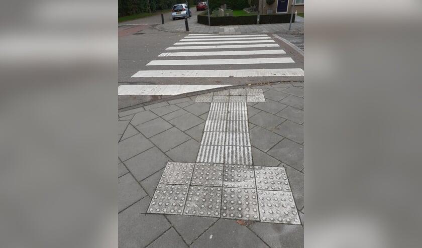 Zebrapad met een paar noppentegels in Breugel   | Fotonummer: 14dfa9