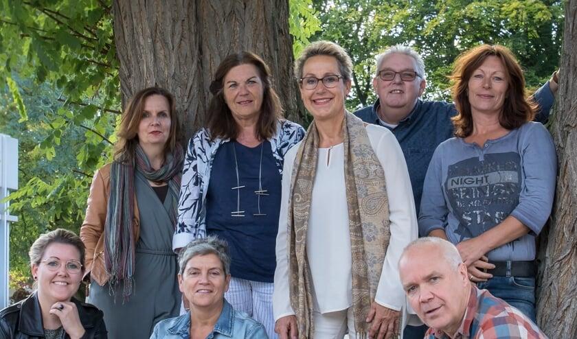 Bovenste rij: v.l.n.r.: Rita van Prooije, Siska Veldman, Cilia Jongen, Martin van de Bunt en Marjolein Lucassen. Onderste rij v.l.n.r.:Femke Wetzer, Juul Swinkels en Jeroen Loeffen     Fotonummer: e1174c