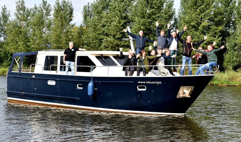 Michel met zijn vriendengroep op de boot    | Fotonummer: 0d6d9d