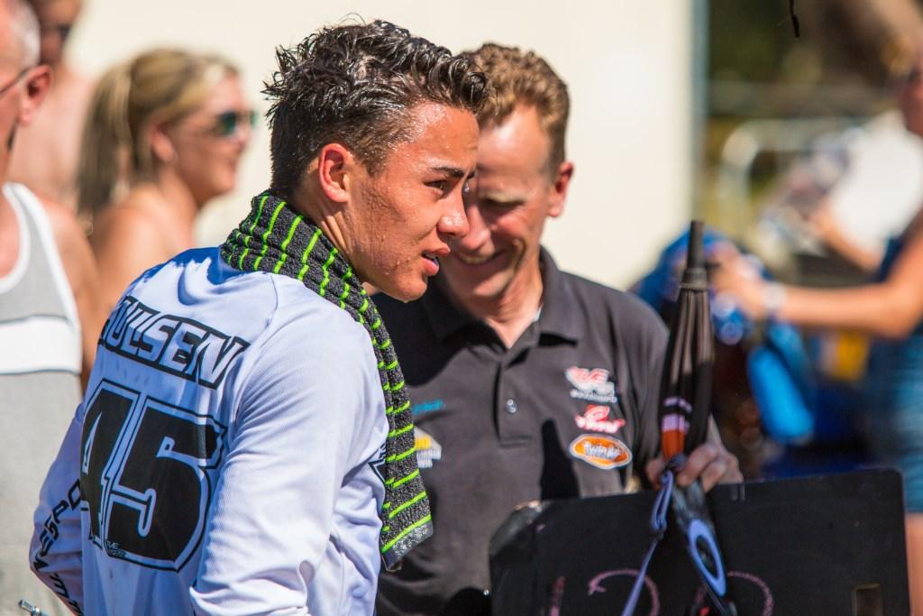 Carlos met zijn vader na de wedstrijd  Foto: Erwin Steijaert © DeMooiSonenBreugelKrant