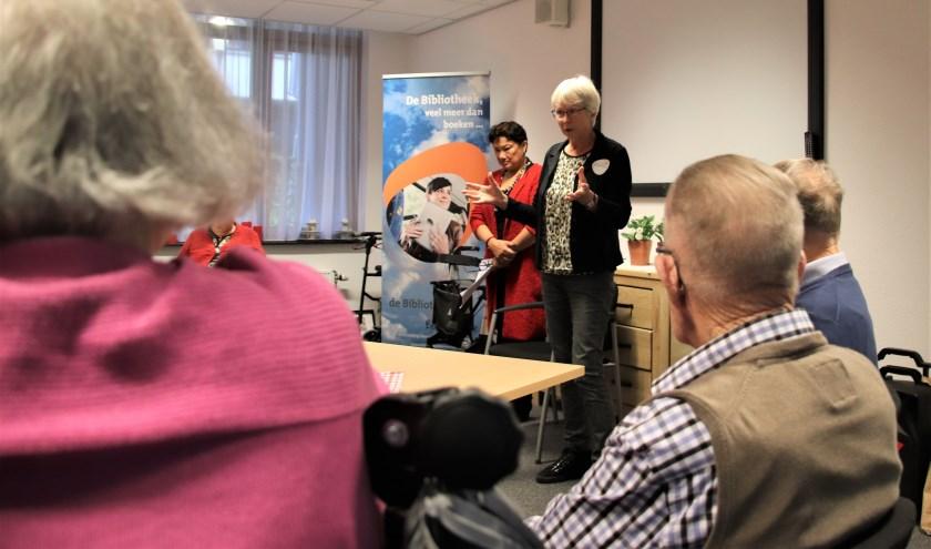 Er werd aandachtig geluisterd naar het verhaal dat Liesbeth van Hapert voorlas   | Fotonummer: f8d6eb