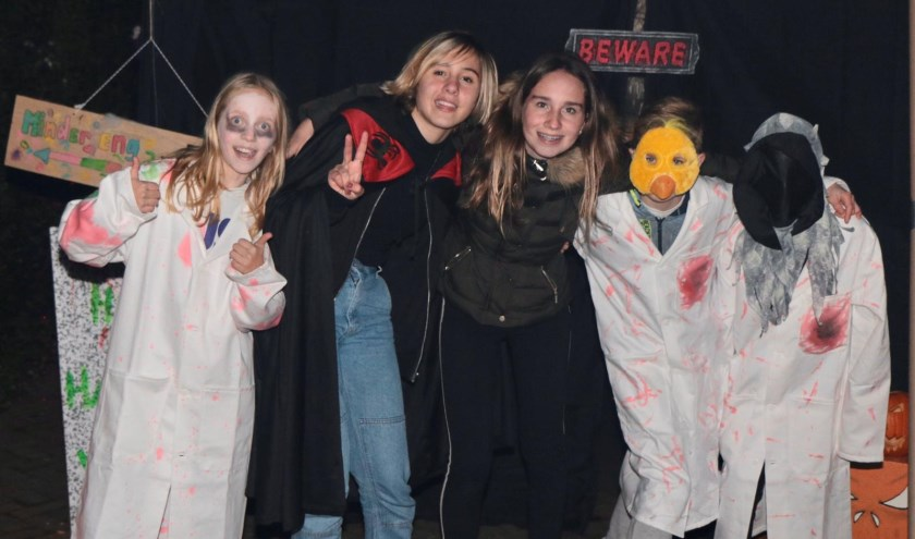 Griezelen in de Paulus Potterstraat tijdens Halloween   | Fotonummer: 07d573