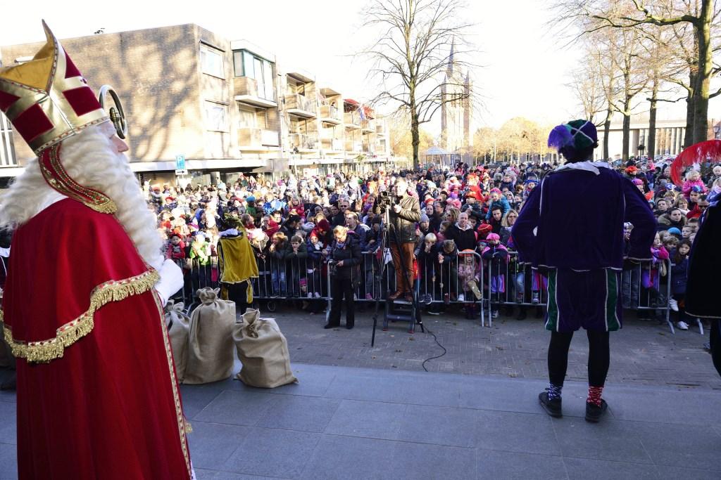 Sinterklaas hoopt weer op een vol Raadhuisplein Foto: Wil Feijen © DeMooiSonenBreugelKrant