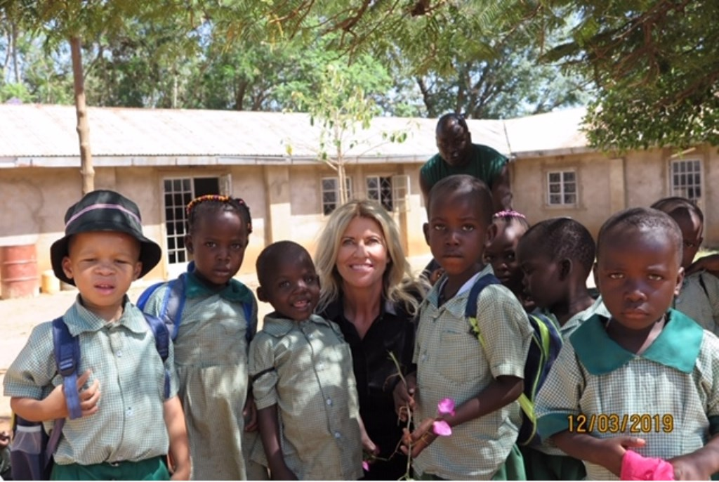 Joke tussen de kinderen in Kenia Foto: Ingezonden © DeMooiSonenBreugelKrant