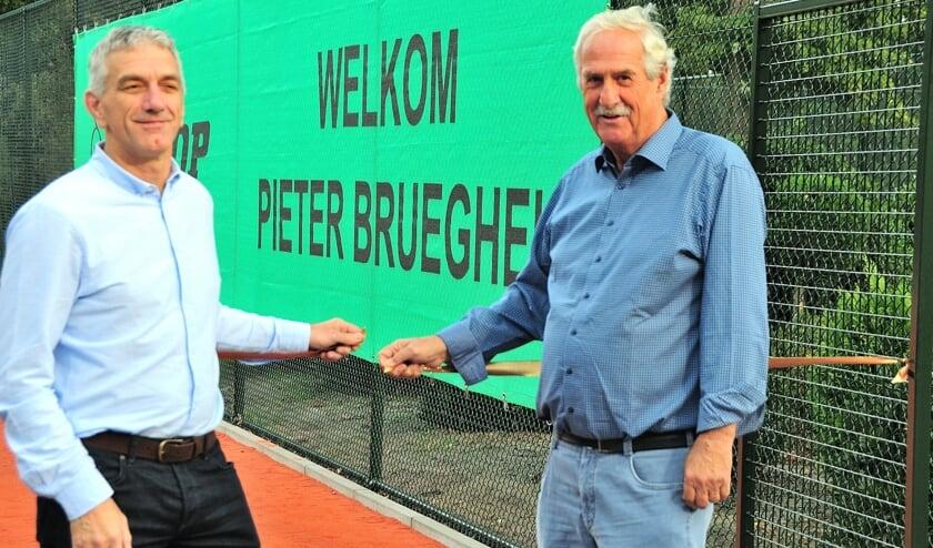 Wethouder De Bruin en voorzitter Paul Ruijters openen de nieuwe Smash Court tennisbanen bij TV Pieter Brueghel     Fotonummer: 015f7b