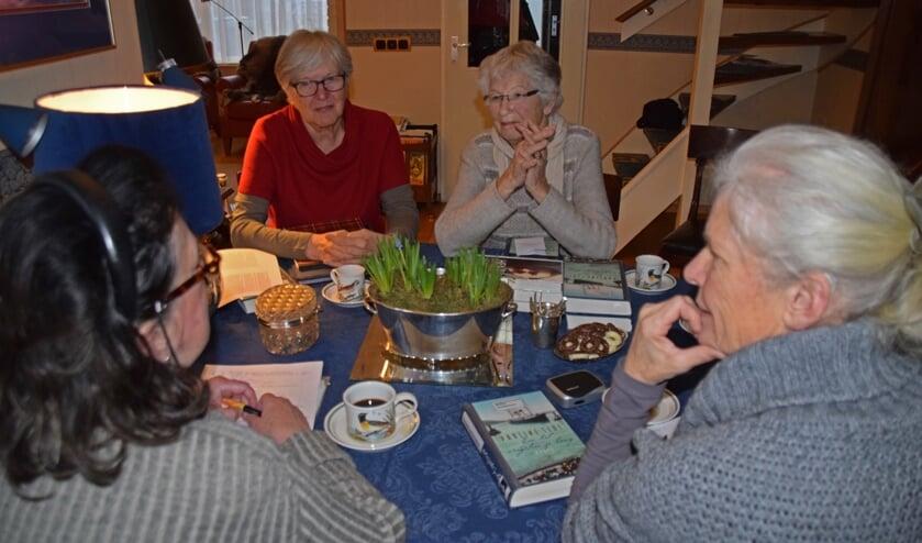 De leesclub, één van de activiteiten van de PVGE    | Fotonummer: 234aa3