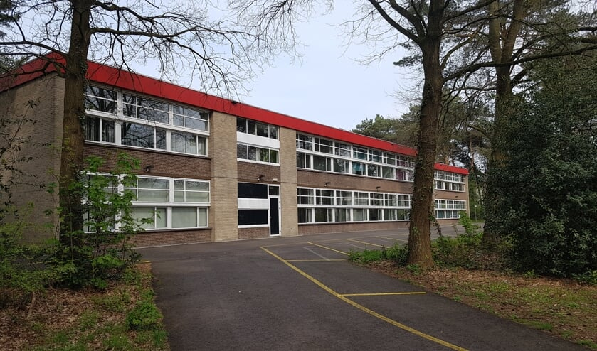 De voormalige Vijverbergschool doet tijdelijk dienst als gemeentehuis met publieke balies   | Fotonummer: 972443