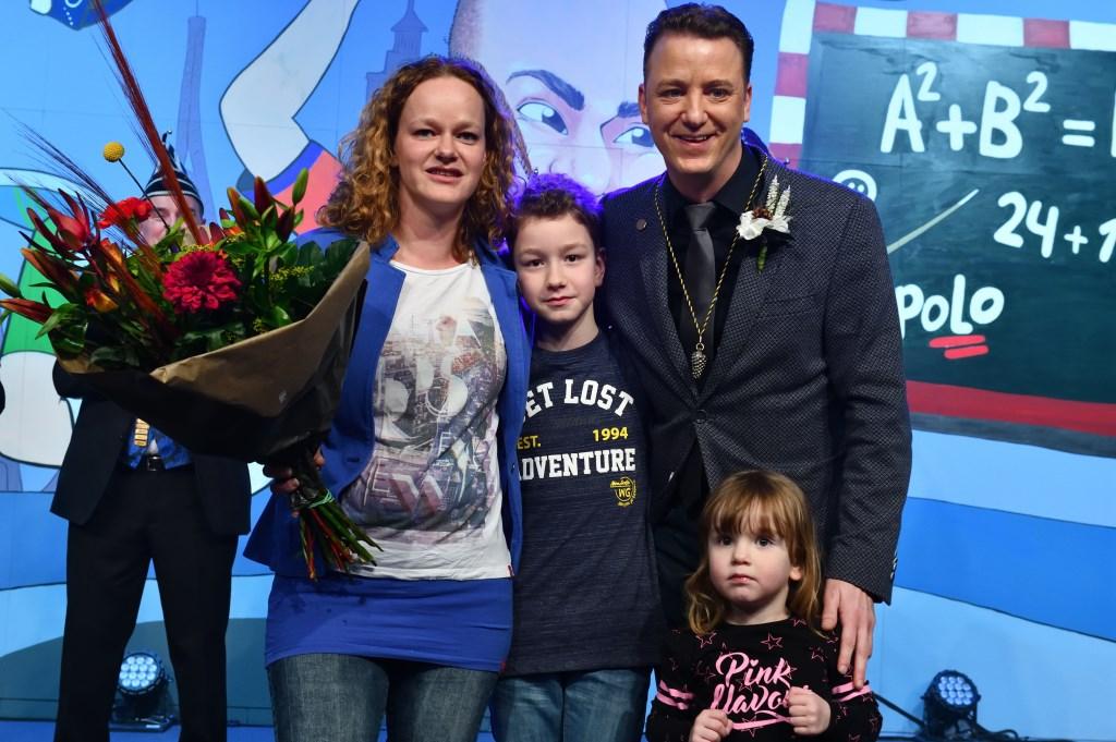 Remco samen met zijn gezin op het podium Foto: WilFeijen © DeMooiSonenBreugelKrant