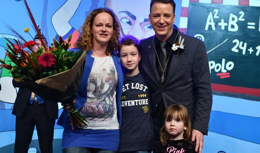 Remco samen met zijn gezin op het podium     Fotonummer: 53ff72