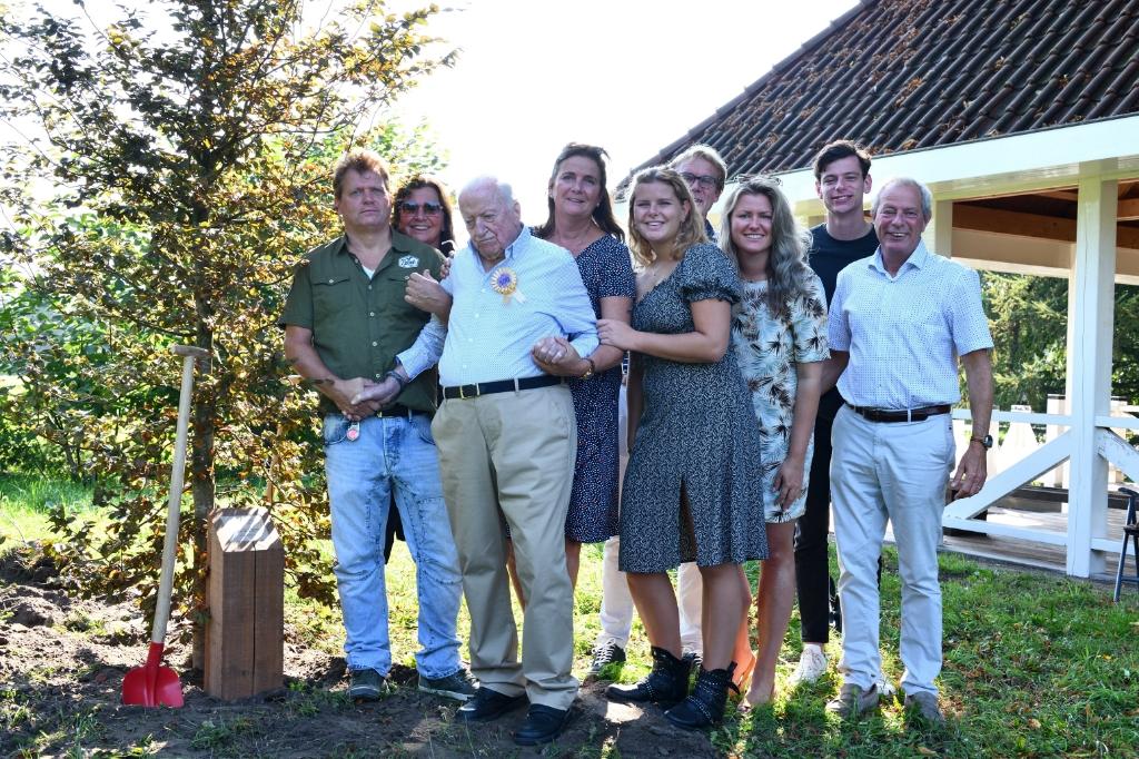 Hr. Kole met zijn familie Foto: Wil Feijen © DeMooiSonenBreugelKrant