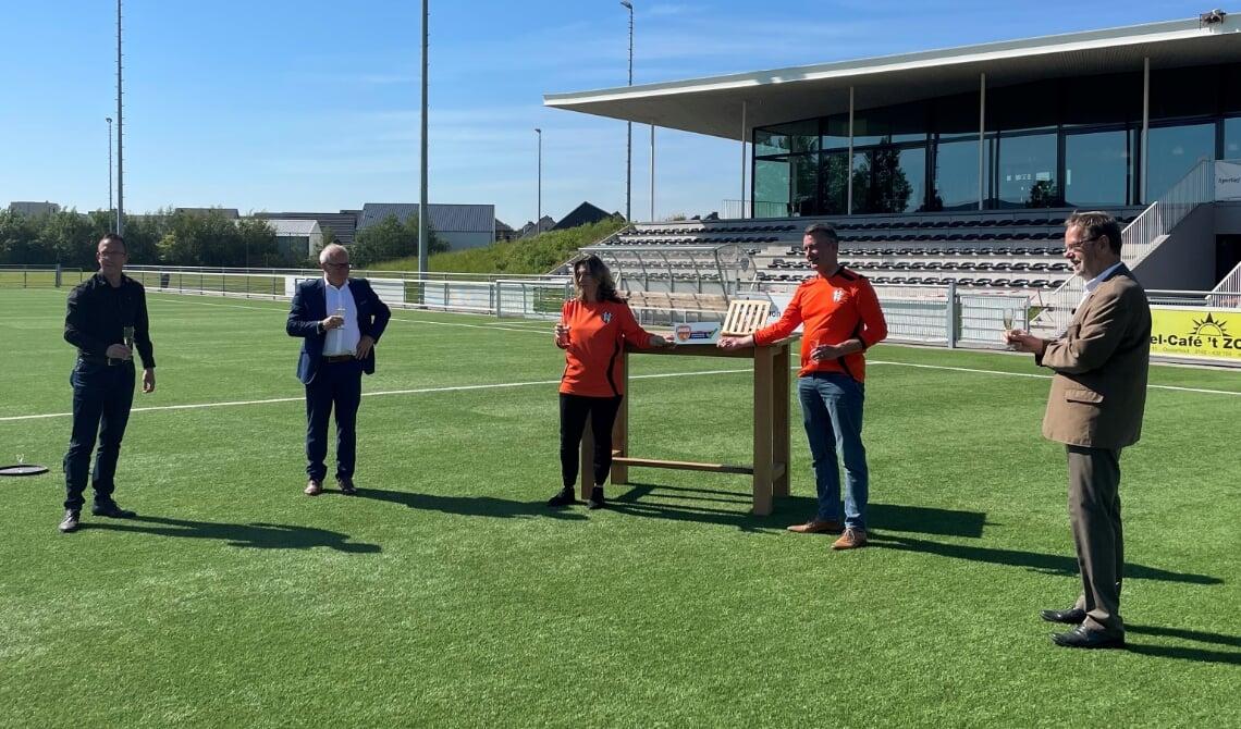 Het certificaat Uniek Sporten is uitgereikt aan VV Oosterhout