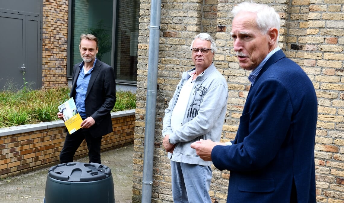 <p>V.l.n.r.: Wethouder Van Liempd, Harrie van Rooij en wethouder Jan Boersma</p>