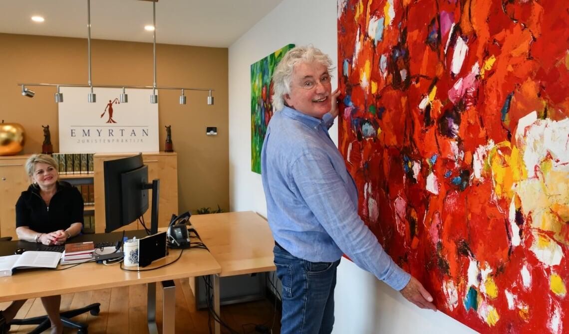 <p>Harry Sijbers met zijn kunstwerk</p>