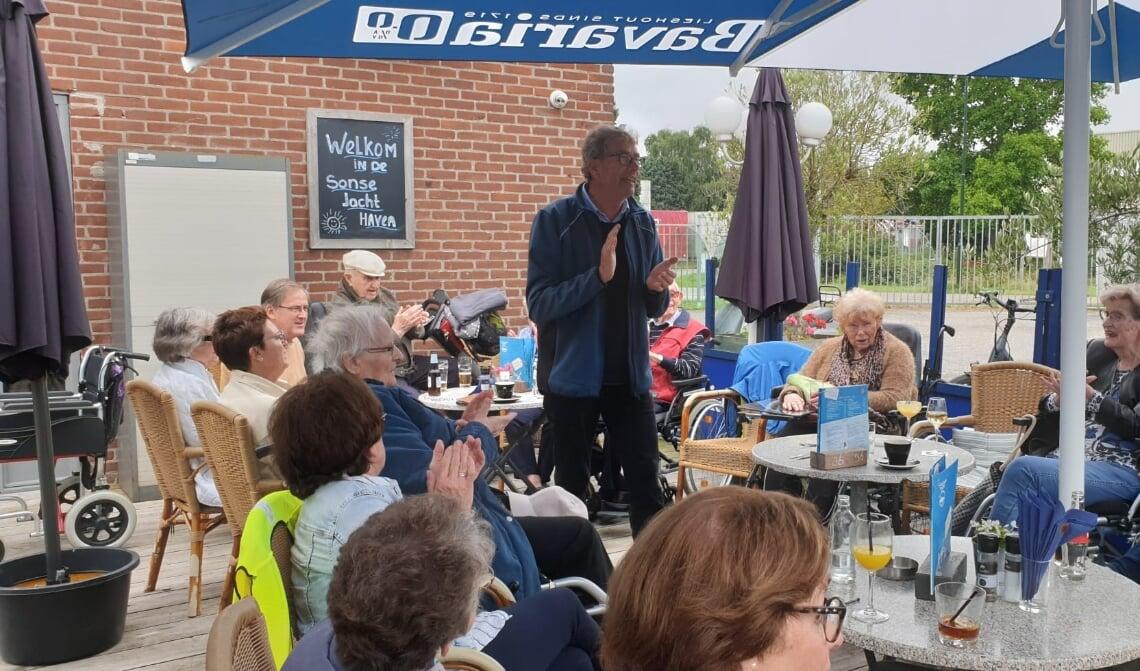 Aris Weel zorgt voor een muzikale noot tijdens het uitstapje