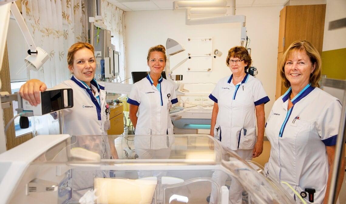 V.l.n.r.: kinderarts Kimberley Wagemans-Bonouvrie, lactatiekundige Moniek Rooijakkers, Senior verpleegkundige NICU Astrid Osagiator en zorgassistent Irma Jansen