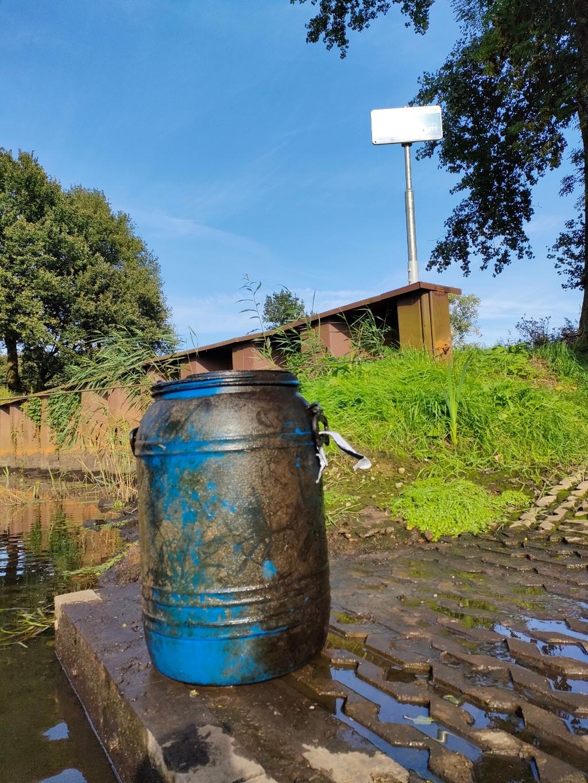 Het blauwe vat dat in de Dommel lag Foto: Joep Thurlings © DeMooiSonenBreugelKrant