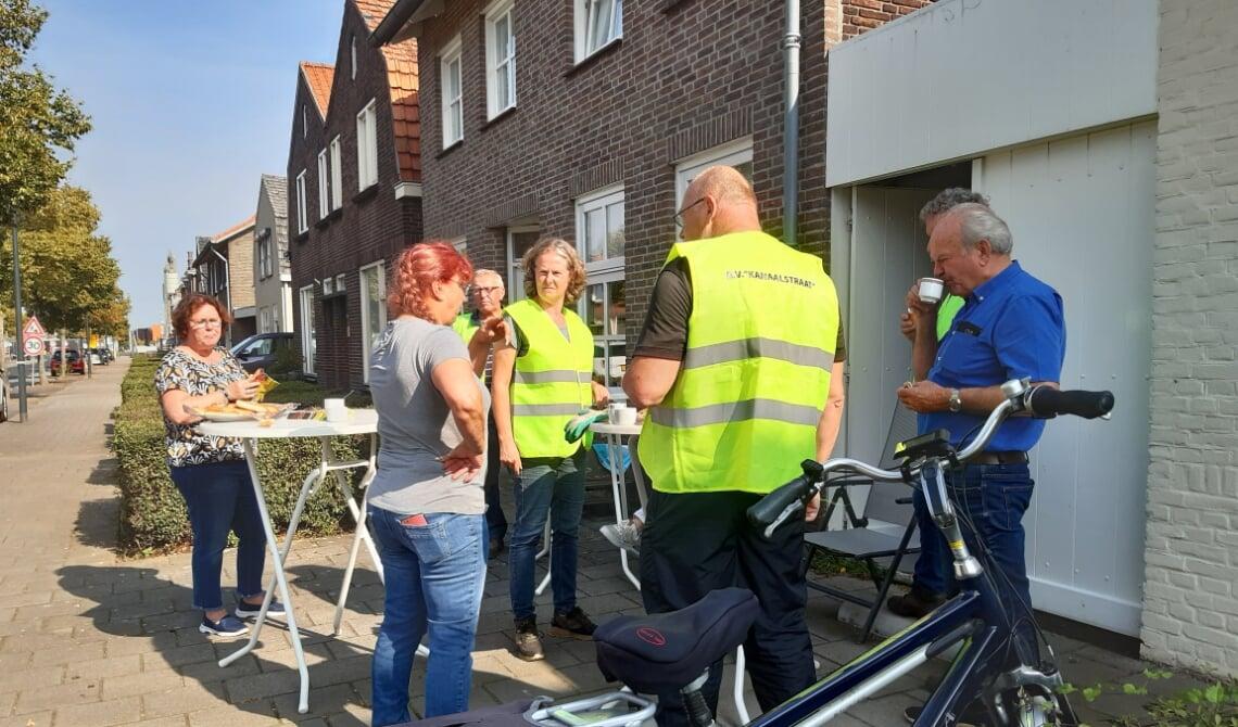 Buurtgenoten van de Kanaalstraat hebben de handen uit de mouwen gestoken op World Cleanup day