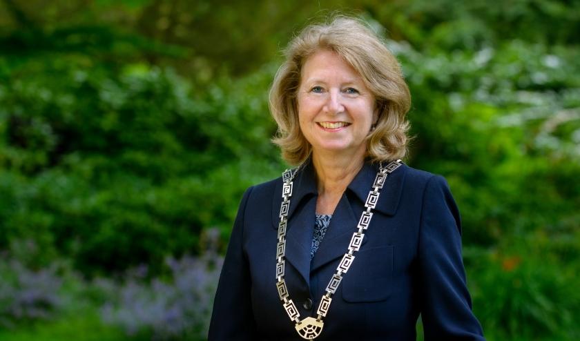 Burgemeester Bouvy-Koene is weer aan het werk. Foto: R. v.d. Poel