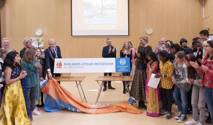 Afgelopen vrijdag werd de Internationale School Wassenaar bij het Rijnlands Lyceum geopend door burgemeester Leendert de Lange van Wassenaar. Foto: Richtje Nijhoff