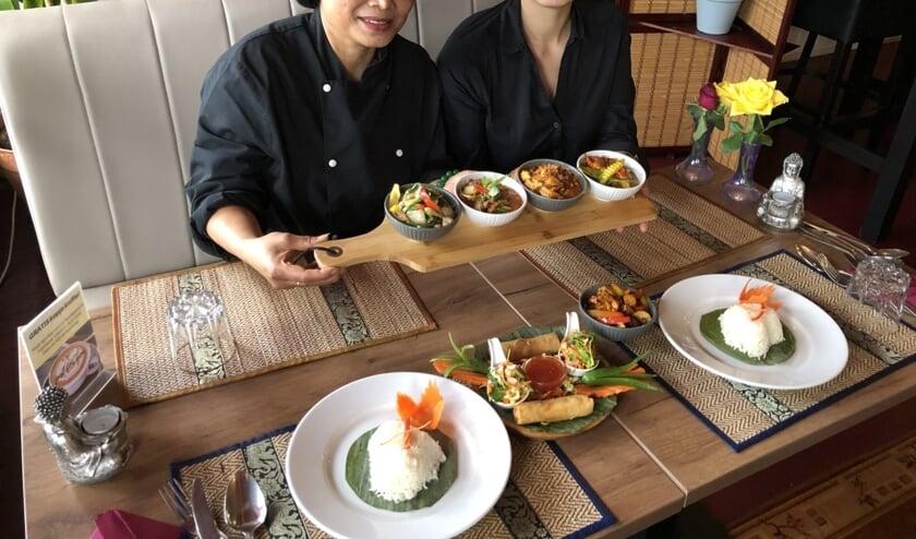 Somkhuan Bunma (l) krijgt regelmatig hulp van haar dochter Anncy, maar meer hulp is welkom, zie de vacture op de website sisoek.nl