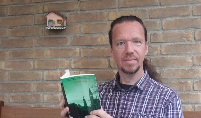 Schrijver Anne van Doorn heeft zijn nieuwe boek in de Leidse regio, waaronder Voorschoten, laten afspelen. Foto: PR