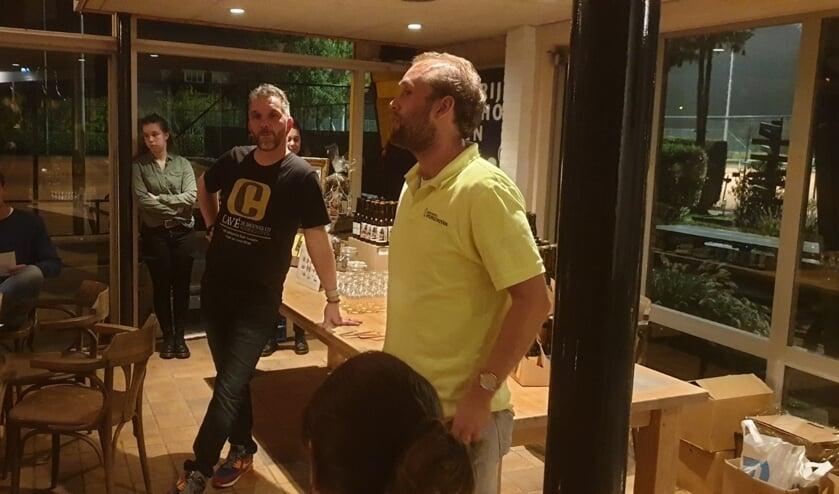 De bierbrouwers van Voorschoten met links Antonio Cavé van brouwerij Cavé Voorschoten, tevens tennislid bij TV Forescate en rechts Sander Rooijakkers van brouwerij Voorschoten. Foto: TV Forescate