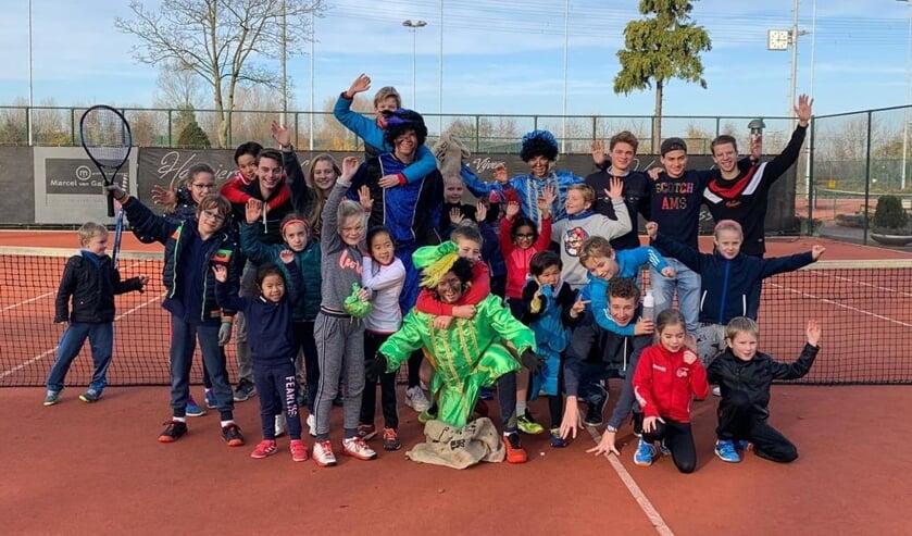 Pieten op de tennisbaan bij TV Forescate. Foto: TV Forescate