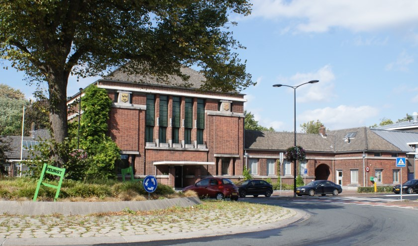 Wie gaat de scepter zwaaien op het gemeentehuis van Voorschoten? Er zijn vijf gegadigden. Foto: VSK
