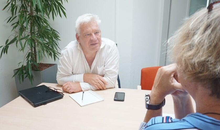 Bij problemen tussen ouders en kinderen is ondersteuner jeugd en gezin, Eugenio van Loenen, het eerste aanspreekpunt. Hij kan bemiddelen en eventueel doorverwijzen. Foto: VSK