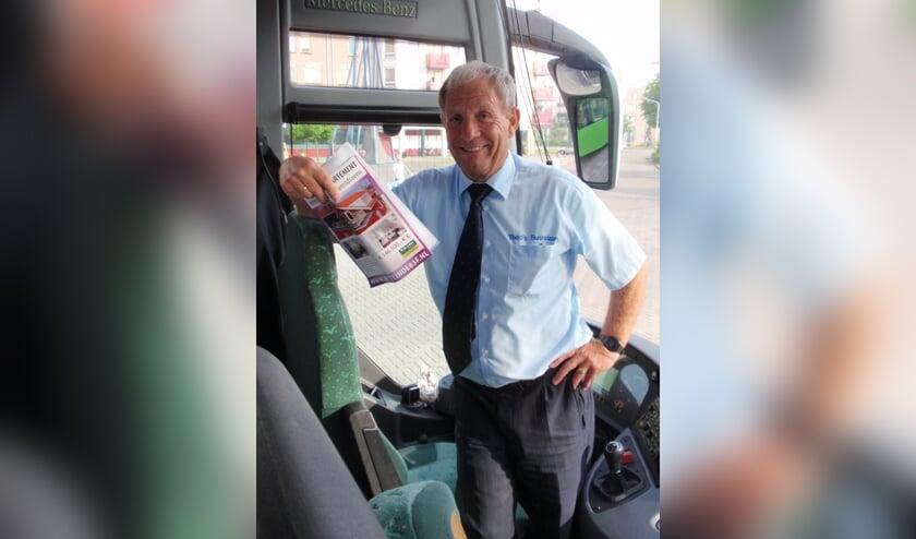 Theo Saunier is al een halve eeuw de chauffeur van heel wat sportploegen. Aan stoppen denkt hij nog lang niet. 'Mijn agenda zit propvol!'. Foto: Hans Douw