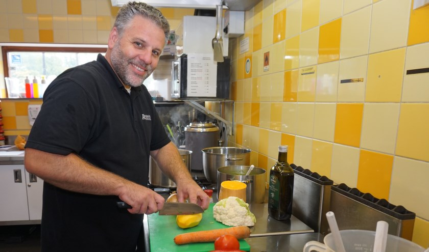 Armand levert van maandag tot en met vrijdag verse maaltijden uit eigen keuken. Foto: VSK