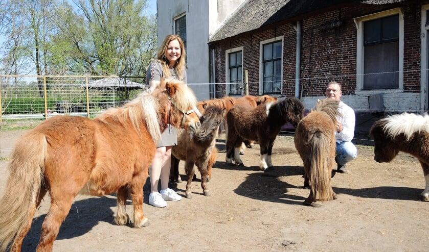 Rob en Wendy zetten zich in voor het redden van pony's en veulens, u kunt meehelpen door donateur te worden. Foto: Vsk