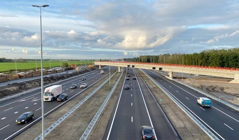 <p>Zicht vanaf de noordelijke fly-over zuid, links de nieuwe A4 richting Amsterdam, rechts oude A4 </p>