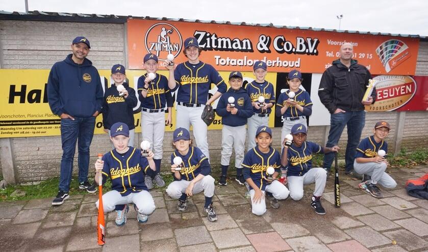 <p>Kampioenen!! Pupillen Honkbal I van Adegeest haalden de hoogste plaats in de competitie. Foto: VSK</p>