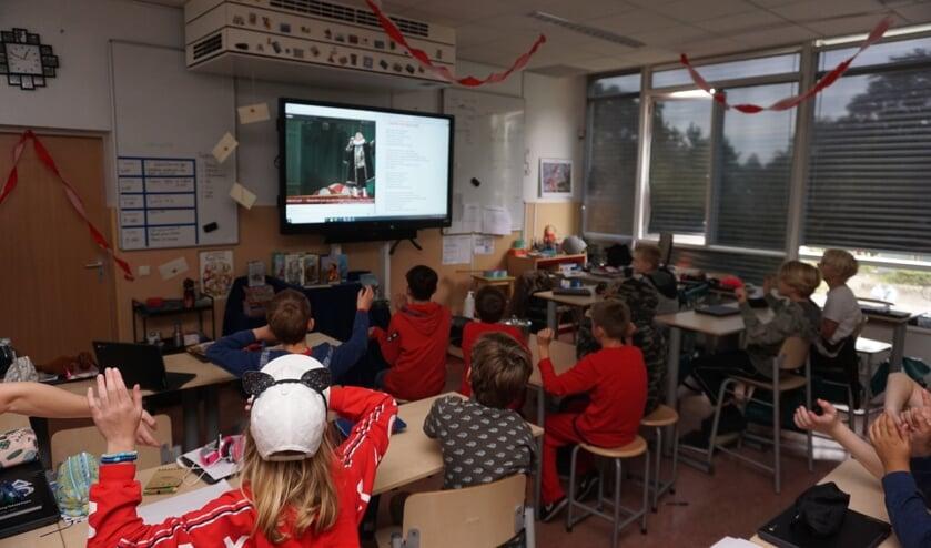 <p>Digitaal meezingen met het minikoraal vanuit de klas. De Fortgensschool deed uitbundig mee!&nbsp;</p>