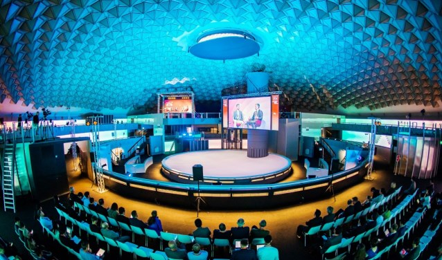 700 afgevaardigden van R&D afdelingen, universiteiten, overheid en bedrijven van over de hele wereld komen drie dagen bij elkaar in Eindhoven. Foto:  © VSK