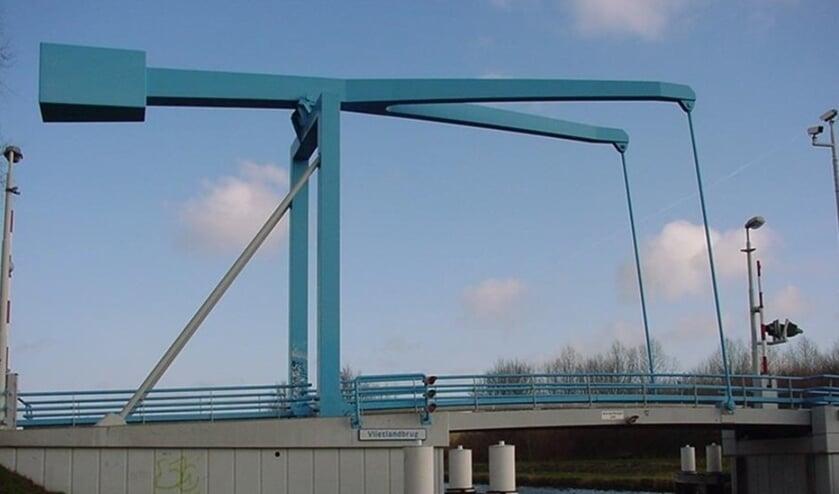 De Vlietlandbrug heeft als bijnaam 'De blauwe brug', omdat de brug vroeger een blauwe kleur had. Dit is een impressie van hoe de brug er weer uit komt te zien. Foto: Rijnland
