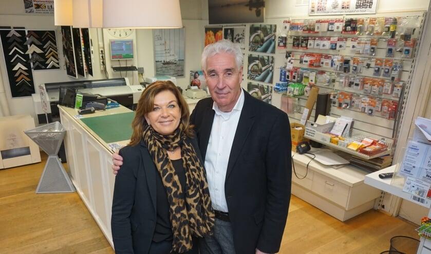 Hans van den Boogaardt sluit de deuren van zijn winkel. Hij gaat, samen met zijn vrouw Elly, genieten van het pensioen. Foto: VSK