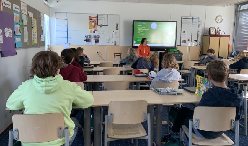 De helft van de leerlingen van de Fortgensschool mocht vanmorgen weer de klas in. Foto: Ria van Duijn