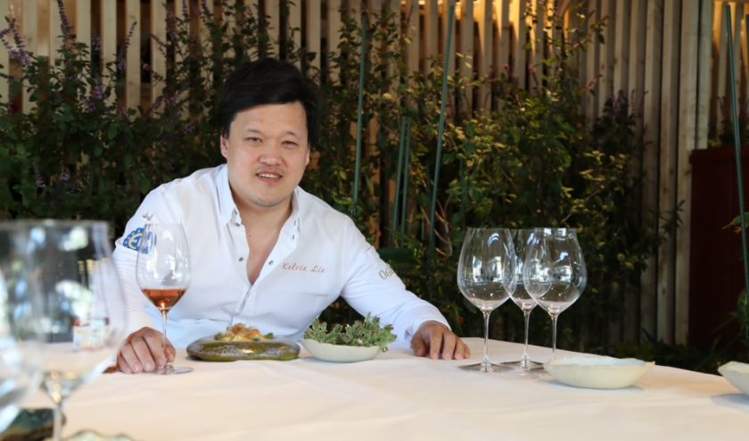 Chef Kelvin Lin opent op 4 juni een uniek 'one table restaurant' in Nayolie op het Kerkplein. Foto: Michiel van der Spek