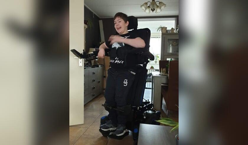 Melvin van den Assem wacht zelf met smart op een sta-op rolstoel, maar vindt op dit moment geld voor Jayme nog belangrijker.