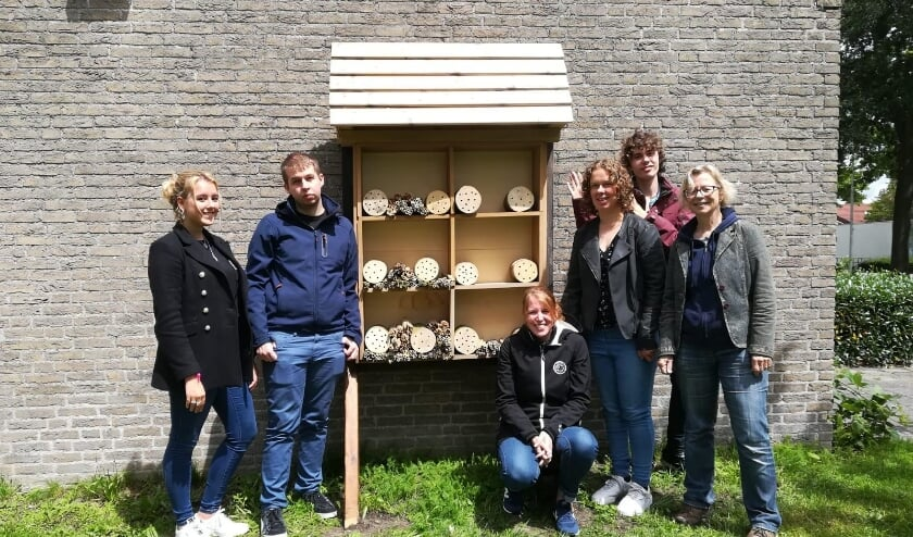 Medewerkers van 'Voorschoten voor de bijen' en cliënten van Zij aan Zij hebben het Bijen B&B ingericht. Foto: PR