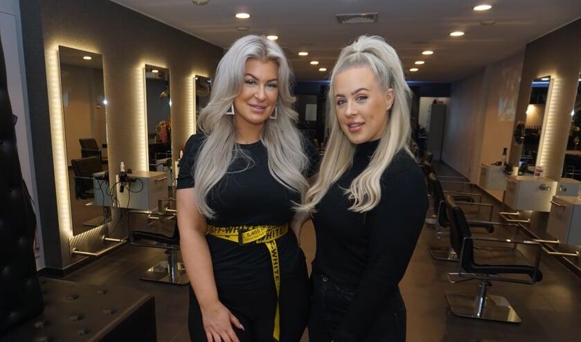Kapsters Marjon en Emma van der Bent namen de salon van Marco Angenent over en gaan verder als Van der Bent Hairstyling. Foto: VSK