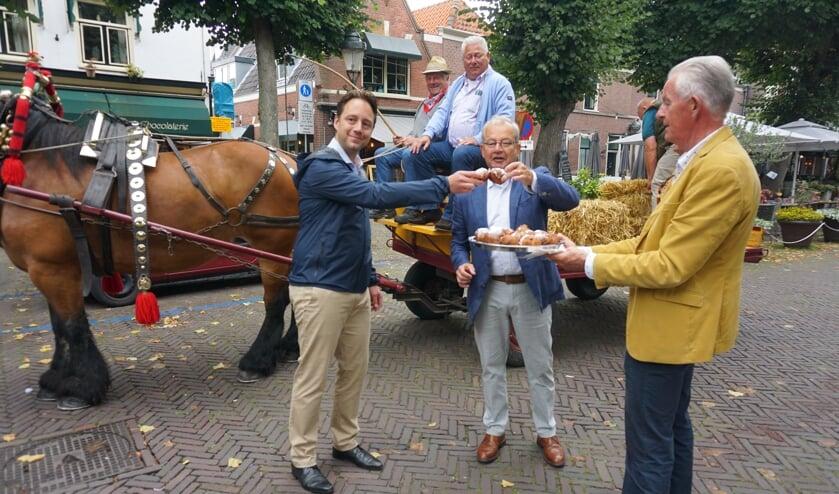 Vlnr Wethouder Paul de Bruijn, voorzitter Cees Bijloos en bestuurslid Jan van Leeuwen. Foto's: VSK